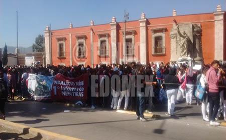 Los estudiantes recalcaron el olvido en el que están las escuelas del municipio.