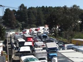 Cuatro carreteras permanecen cerradas por repudio al aumento de gasolina