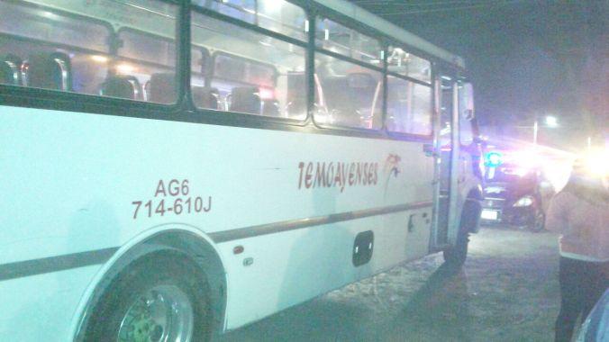 Los pasajeros lo bajaron a golpes de la unidad.