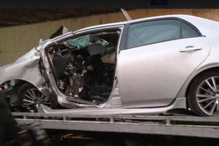 El vehículo tuvo que ser cortado para extraer el cuerpo del hombre