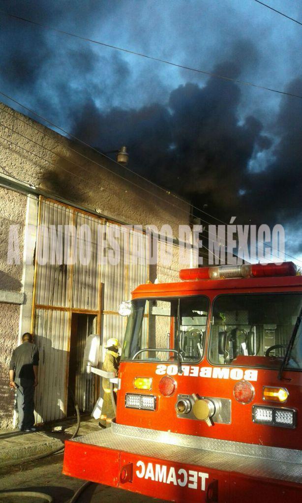 Delincuentes queman fábrica porque sus dueños no pagaron extorsión de $70 mil; afectados protestan
