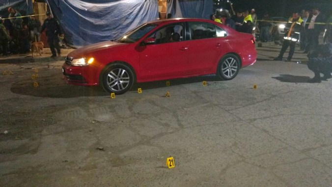 El auto presentaba varios impactos.
