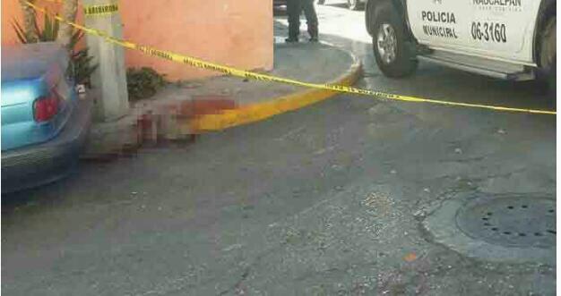 La mujer fue atendida en el lugar y llevada a un hospital.