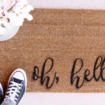 PAINT YOUR OWN DOORMAT IN 10 MINUTES