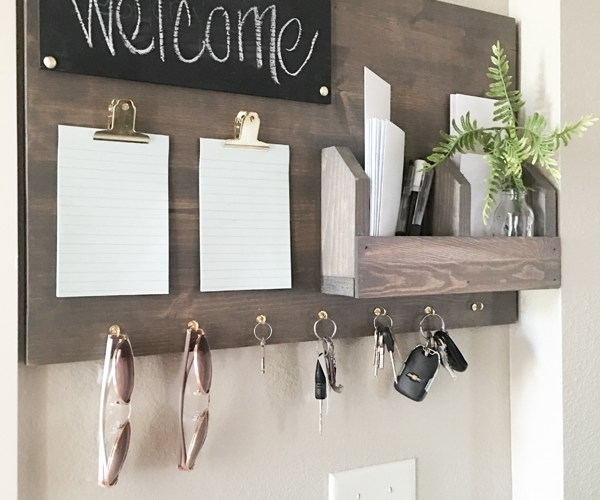 GET YOUR FAMILY ORGANIZED WITH A DIY COMMAND CENTER
