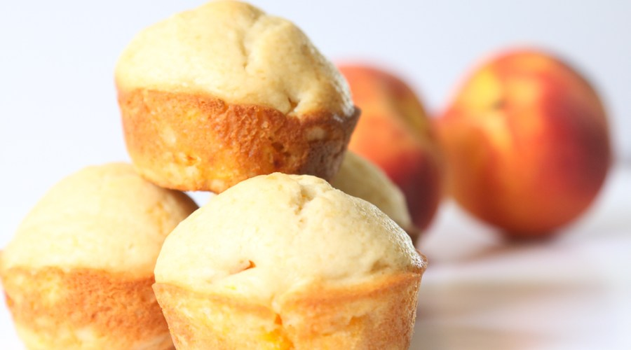 Peaches are in season and that means PEACHES AND CREAM MUFFINS are going to happen! They are sweet and delicious and perfect for breakfast and snacks. PEACHES AND CREAM MUFFINS