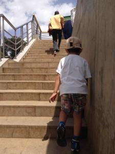 てくてく階段を上る