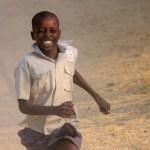 ジンバブエ、人間開発指数が大幅改善!貧困率は改善の兆しも、絶対的貧困は未だ深刻な水準!