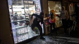 Paris looting