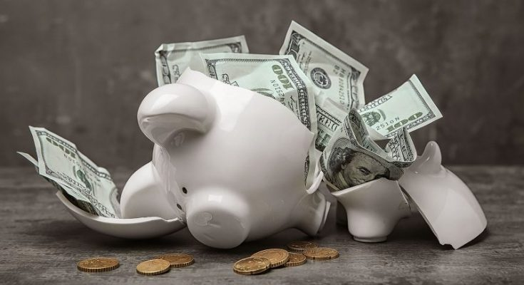 money mistakes everyone should avoid today