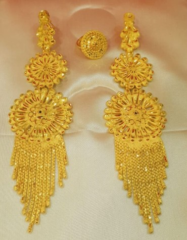 Designers Colour Beautiful Earring Set Golden