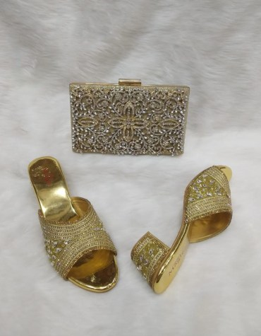 New Trendy Elegant Tear Drop White Stoned Clutch & 1 Pair Of Crystal Worked Sandale