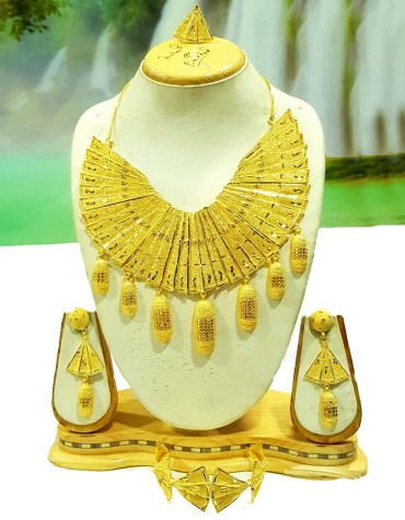 Luxurious Gold Necklace Set for Women