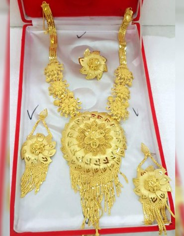 New Fashionable Trendy Designs Gold Jewellery Necklace and Earrings Set For Women