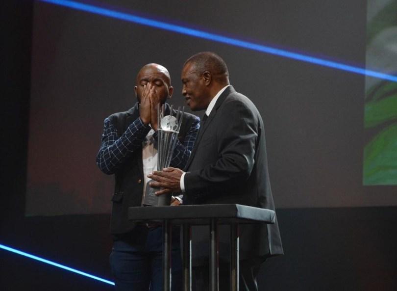 Botha recevant le prix de meilleur supporter du PSL