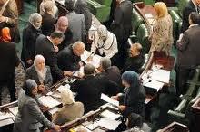 La séance plénière de l'ANC du lundi 1er juillet 2013 consacrée à l'ébauche de la discussion de la constitution a été marquée par une indescriptible pagaille . Après son allocution inaugurale