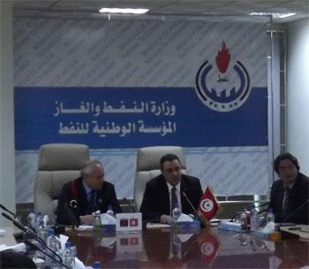 Le ministre tunisien de l'industrie Mahdi Jomâa et son homologue libyen du pétrole et du gaz ont co-signé mardi