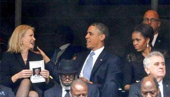Le geste de la Première ministre danoise Helle Thorning-Schmidt invitant le président américain à poser avec elle sur un autoportrait pris avec son téléphone portable