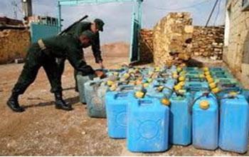 La fuite des denrées et biens de consommation courante vers la Libye et l'Algérie continue sous forme de contrebande plus ou moins organisée. La contrebande est un des maux qui rongent l'économie tunisienne