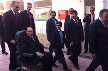 La télévision publique algérienne a diffusé des images d'Abdelaziz