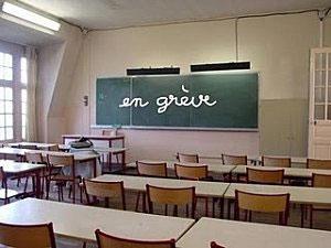 Le syndicat général de l'enseignement secondaire a menacé d'observer une grève d'une journée si la retenue sur salaires et pensions était appliquée à ses affiliés . Son secrétaire général