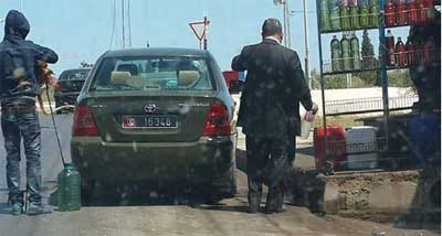 Il circule sur les réseaux sociaux une consternante photo où l'on voit une voiture administrative