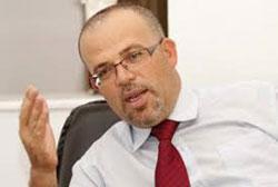Réagissant aux propos de Basma Khalfaoui dans lesquels elle se demandait comment un ministre peut prendre la défense d'un ancien