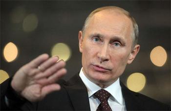 Vladimir Poutine a fait un pas vers l'apaisement mardi en levant la menace d'une intervention de l'armée russe en Ukraine