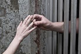 Le ministère de la Justice a autorisé un condamné à la prison à perpétuité à célébrer son mariage avec sa fiancée