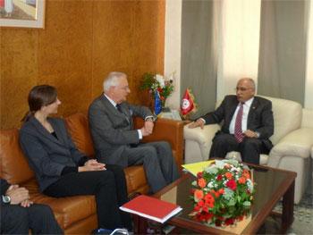 La stratégie du transport tel est le thème d'une réunion qui se tient actuellement au sein du ministère du transport entre Abdelkarim Harouni
