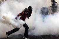 Les forces de l'ordre ont recouru au gaz lacrymogène pour disperser une foule de manifestants qui s'est rassemblée devant le siège du ministère de l'Intérieur pour protester