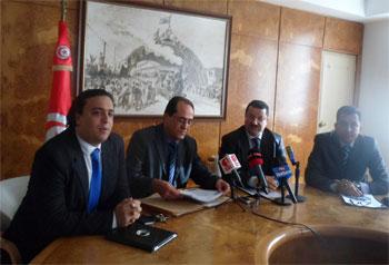 L'épineux problème financier de la compagnie Tunisair semble être un handicap majeur qui empêche les acteurs du transport aérien d'entamer une réelle négociation avec l'interlocuteur européen en vue d'ouvrir totalement et complètement le ciel tunisien au trafic aérien mondial ...