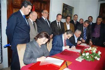 Deux conventions relatives à l'augmentation des salaires de 6% ont été signées ce mardi au siège de la présidence du gouvernement à la Kasbah.