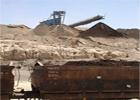Les grèves et les sit-in ont repris dans le bassin minier de Gafsa où les agents de la société de transport relevant de la Compagnie de phosphate de Gafsa poursuivent leur sit-in ouvert pour la 3ème journée consécutive et ont bloqué la ligne de chemins de fer de Metlaoui empêchant la circulation des trains chargés de phosphate. ...