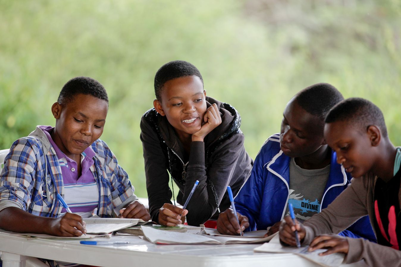 A group of Noloholo Environmental Scholars study together.