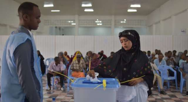 Somalia PM calls for meeting to end election deadlock