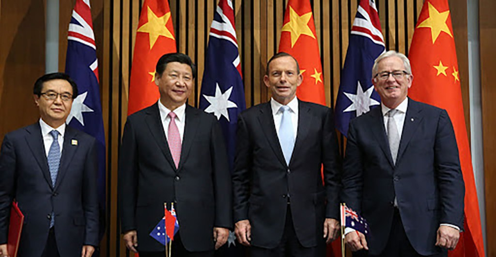 Chinese and Australian head of state standing in front of flags