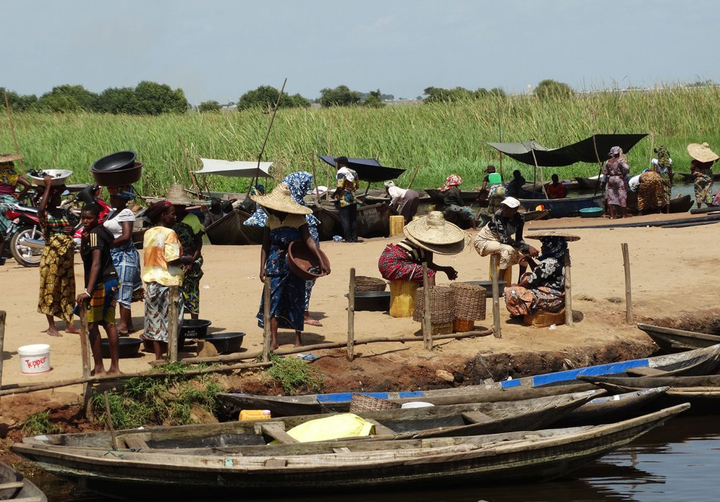 people using their boats on the Togo/Benin waterway