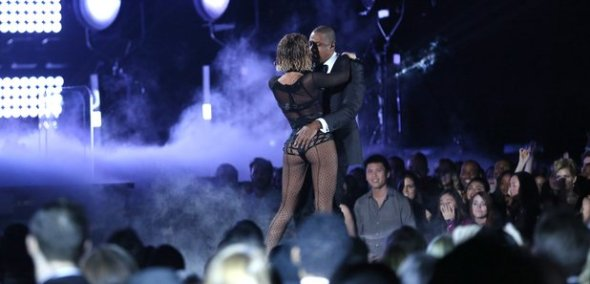 beyonce-and-jay-z-grammy-awards-2014-live-1390790863-article-0