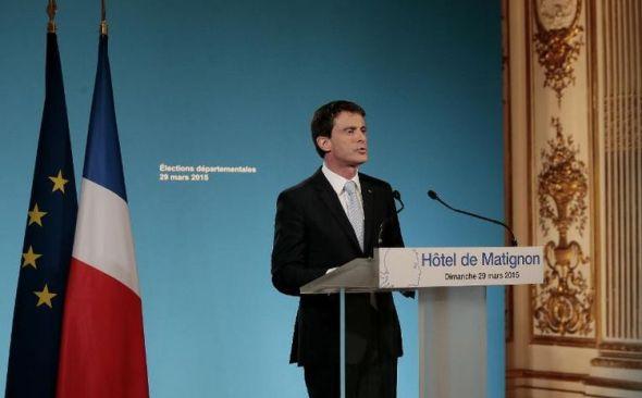 727882-le-premier-ministre-francais-manuel-valls-a-l-hotel-matignon-a-paris-le-29-mars-2015