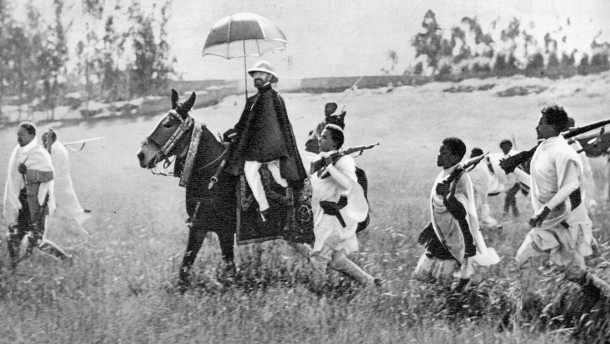 november-1935-der-kaiser-zieht
