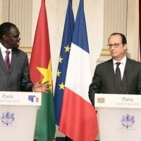 Burkina-Faso-France: François Hollande à Michel Kafando : « Le Burkina Faso est un exemple par rapport à ce que des processus constitutionnels doivent être »
