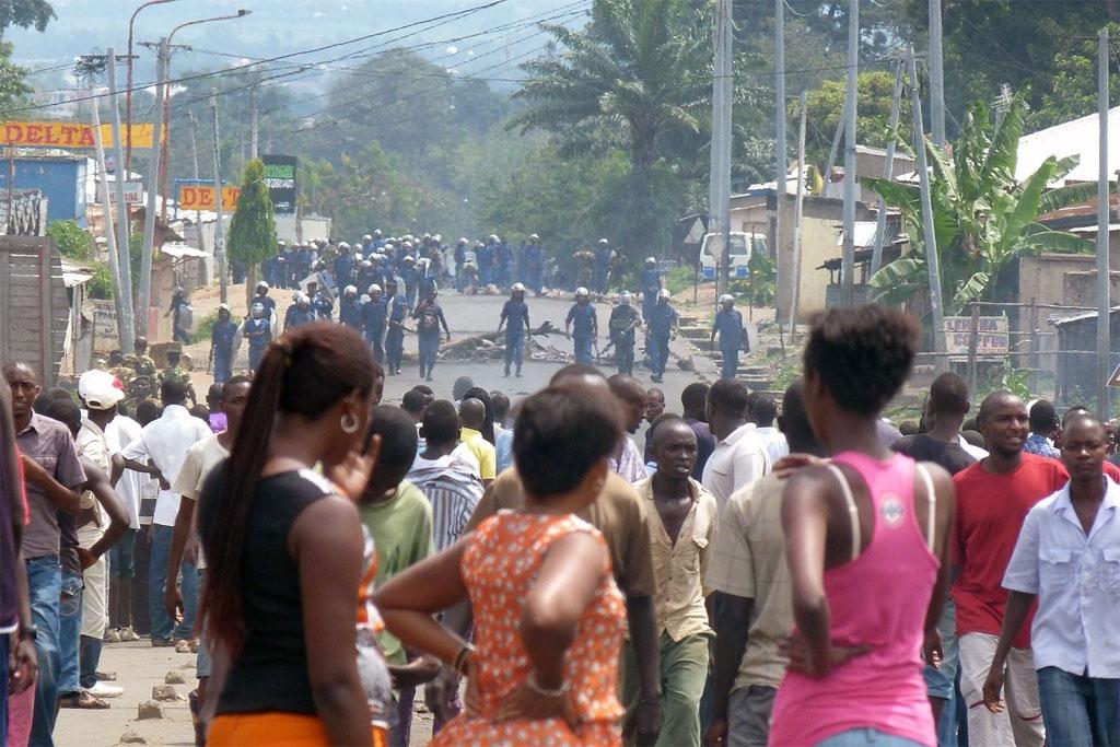 https://i2.wp.com/africpost.com/wp-content/uploads/2015/08/08-04-burundi-demonstrate.jpg