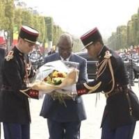 Mali: Visite d'État du président Ibrahim Boubacar Keita à Paris: SOLENNITE ET EMOTION A L'ARC DE TRIOMPHE