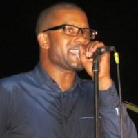 Le concert de Pape DIOUF fait Profiter au musicien mauritanien, Ousmane GANGUE, à l'UCAD