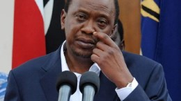 Uhuru Kenyatta pleure