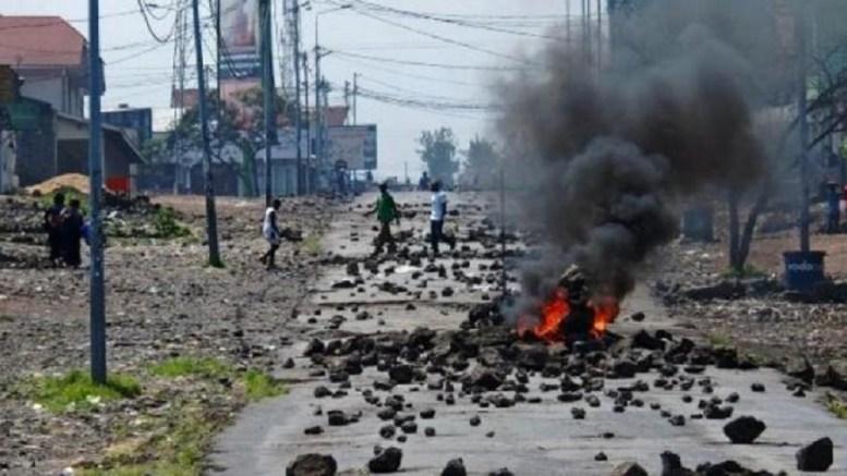 Le courant crée les émeutes en Guinée