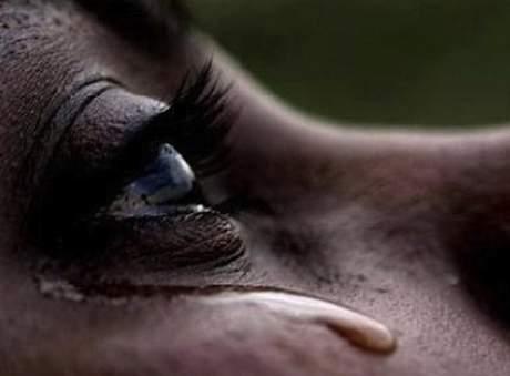 pleure suite à la violence