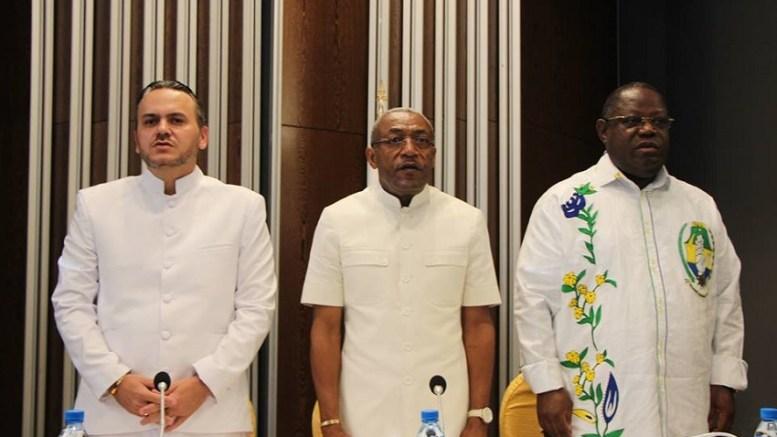Le SG du PDG entouré de Brice Laccruche Alihanga et Emmanuel Issoze Ngondet
