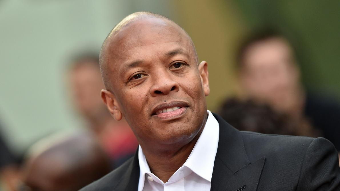 Le rappeur américain Dr. Dre, hospitalisé, dit qu'il